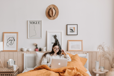 woman-using-laptop-in-bed